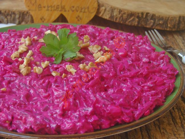 Görünümünü Ve Tadını Seveceğiniz, Nefis Bir Salata : Yoğurtlu Pancar Salatası