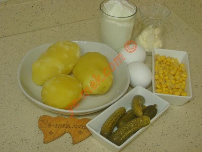 Yoğurtlu Yumurtalı Patates Salatası - Yapılışı (1/12)