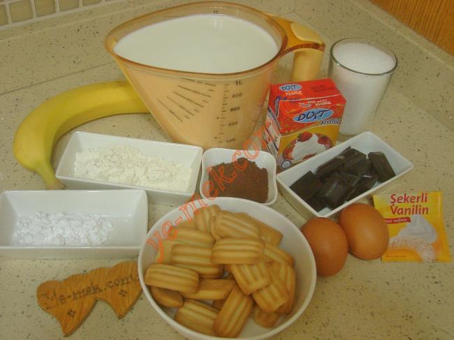Çikolatalı Magnolia İçin Gerekli Malzemeler :  <ul>         <li>1 litre süt</li> <li>1 su bardağı toz şeker</li>         <li>1 yemek kaşığı nişasta</li> <li>3 yemek kaşığı un</li>         <li>1,5 yemek kaşığı kakao</li>         <li>2 adet yumurta sarısı</li>         <li>1 paket vanilya</li>  <li>80 gr bitter çikolata</li>         <li>1 paket krema (200 ml)</li>         <li>1 paket bebe bisküvisi</li>         <li>Muz ya da çilek</li>          </ul>