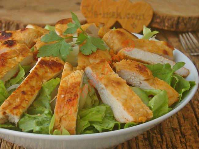 Diyete Uygun, Doyurucu ve Nefis Bir Salata : Tavuk Salatası