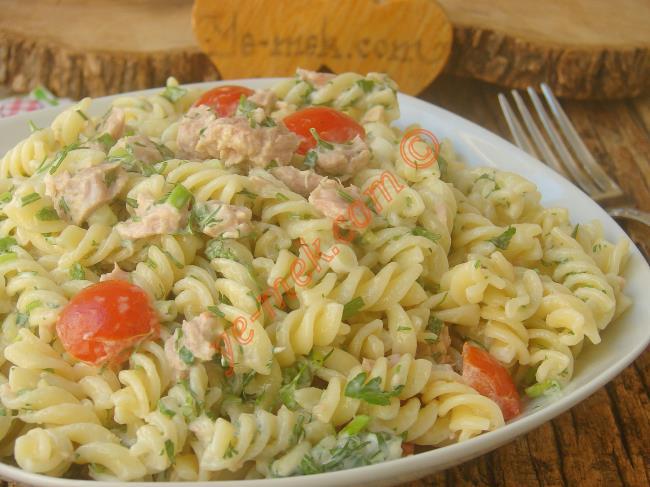 Gün Boyu Tok Tutacak Nefis Bir Salata : Ton Balıklı Makarna Salatası