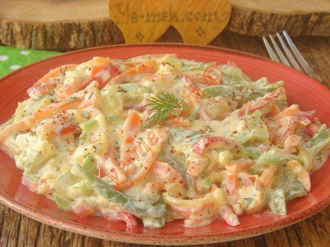 Yoğurtlu Sebze Salatası Nasıl Yapılır