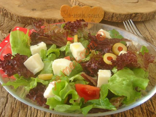 Akdeniz Mutfağının Hafifliğinden Vazgeçemeyenler İçin Mükemmel Bir Tarif : Akdeniz Salatası