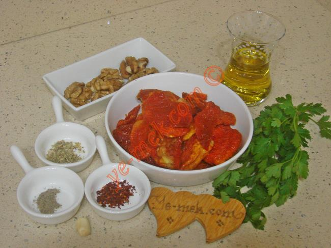 Kuru Domates Salatası Malzemeleri