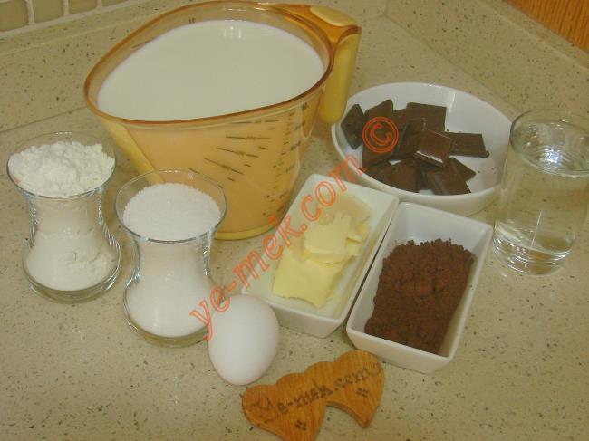 Orjinal Supangle İçin Gerekli Malzemeler :  <ul> <li>1 litre süt</li>         <li>1 çay bardağı toz şeker</li> <li>1 çay bardağı un</li>         <li>3 yemek kaşığı kakao</li>  <li>1 yumurta sarısı</li>         <li>60 gr tereyağı</li>         <li>100 gr sütlü  ya da bitter çikolata</li>         <li>1 su bardağı soğuk su</li>          </ul>