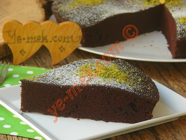 Uzun Süre Hiç Bayatlamayan, Yapması Çok Kolay Bir Kek : Sütsüz Yoğurtsuz Kek