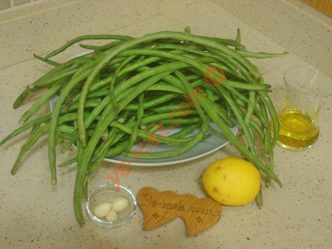 Börülce Tarator İçin Gerekli Malzemeler :  <ul> <li>500 gr taze börülce</li> <li>1 adet limon suyu</li>         <li>1/2 çay bardağı zeytinyağı</li>         <li>3 diş sarımsak</li>         <li>Tuz</li> </ul>