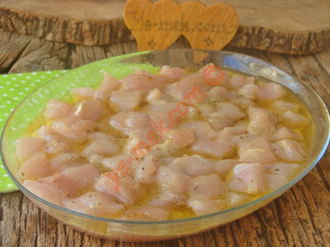 En Güzel Tavuk Böyle Pişirilir (Lokum Gibi) : Tavuk Eti Marinesi