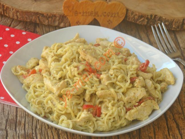 Lezzetiyle Favoriniz Olacak Nefis Bir Tarif : Pesto Soslu Tavuklu Noodle