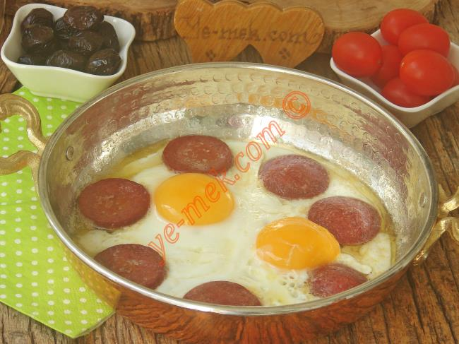 En Güzeli Böyle Olur (Tam Kıvamında, Küçük 1-2 Püf Noktası İle) : Sucuklu Yumurta