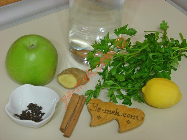 Yağ Yakıcı Kür İçin Gerekli Malzemeler :  <ul>  <li>Küçük bir parça taze zencefil</li>          <li>1/2 limon</li>  <li>10 tane karanfil</li>  <li>2 adet çubuk tarçın</li>          <li>1/4 demet maydanoz</li>          <li>4 dilim yeşil elma</li>          <li>5 su bardağı su</li> </ul>