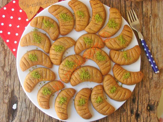 Yedikçe Yedirten, Kıyır Kıyır Şerbetli Bir Tatlı : Ay Tatlısı