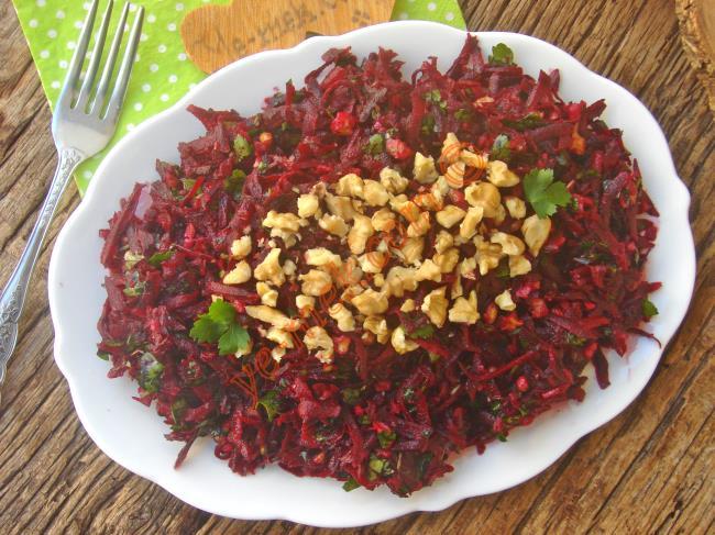 Damaklarda Unutulmaz Bir Tat Bırakacak : Çiğ Pancar Salatası