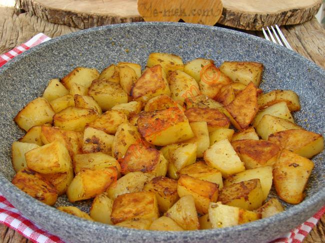 Artık Kızartmak Yerine Hep Böyle Yapacaksınız : Tavada Baharatlı Patates