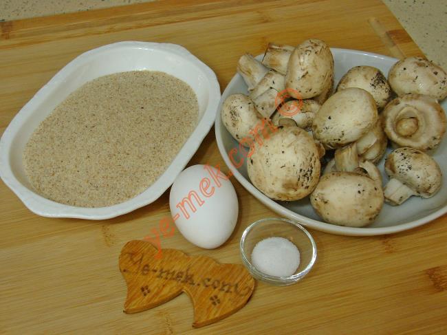 Mantar Kızartması İçin Gerekli Malzemeler :  <ul>  <li>400 gr orta büyüklükte kültür mantarı</li>         <li>1 adet yumurta</li> <li>Galeta unu</li>         <li>Tuz</li>         <li>Kızartmak için sıvı yağ</li> </ul>