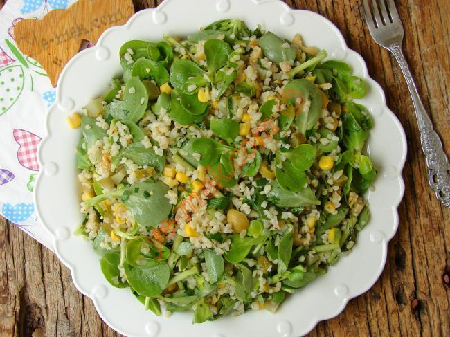 Hafif ve Çok Lezzetli : Bulgurlu Semizotu Salatası