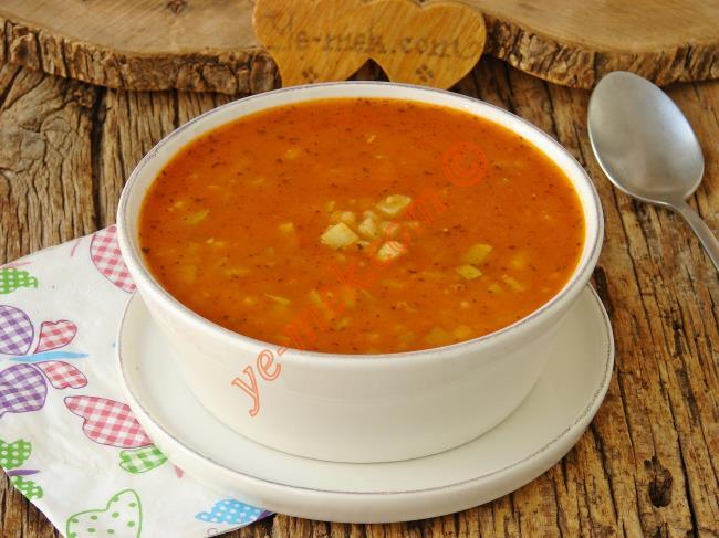 Kabağı Sevdiren Nefis Bir Çorba : Domatesli Kabak Çorbası