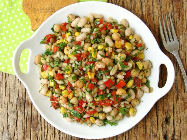 Hem Doyurucu Hem Lezzetli Hem de Besleyici : Bakliyat Salatası
