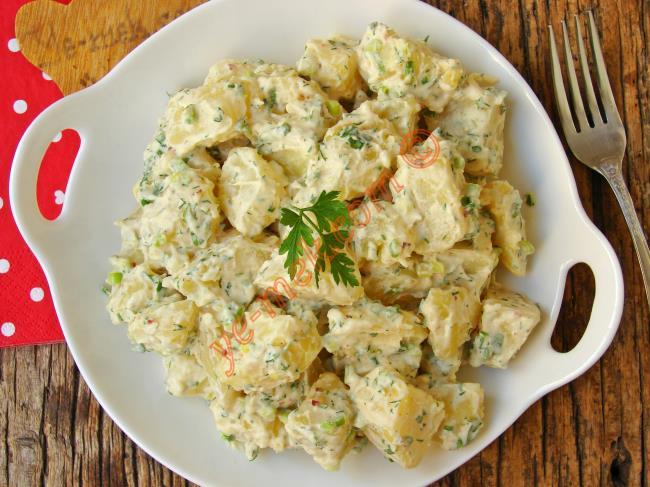 Lezzetiyle Sizi Şaşırtacak : Hardallı Patates Salatası