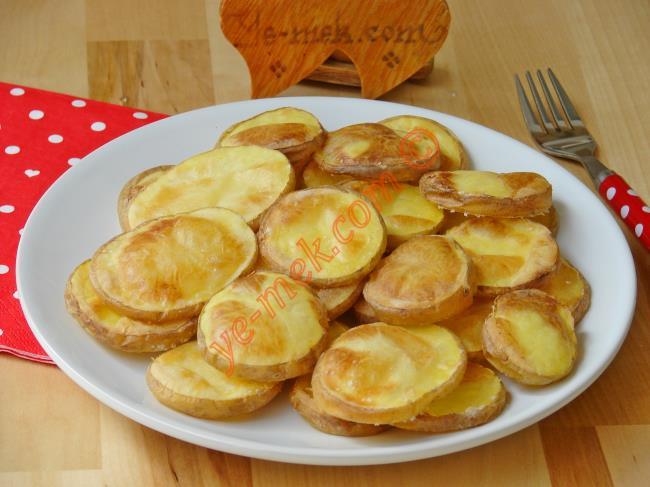 2 Malzemeli Köz Tadında Fırında Patates Tarifi