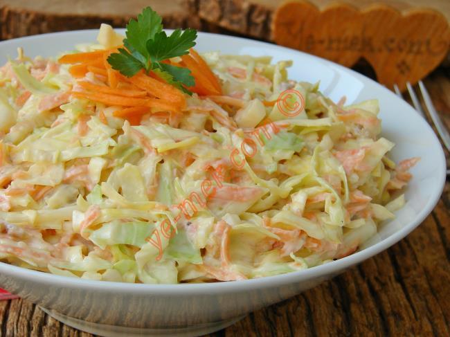 Az Malzeme İle Enfes Bir Lezzet : Lahana Salatası