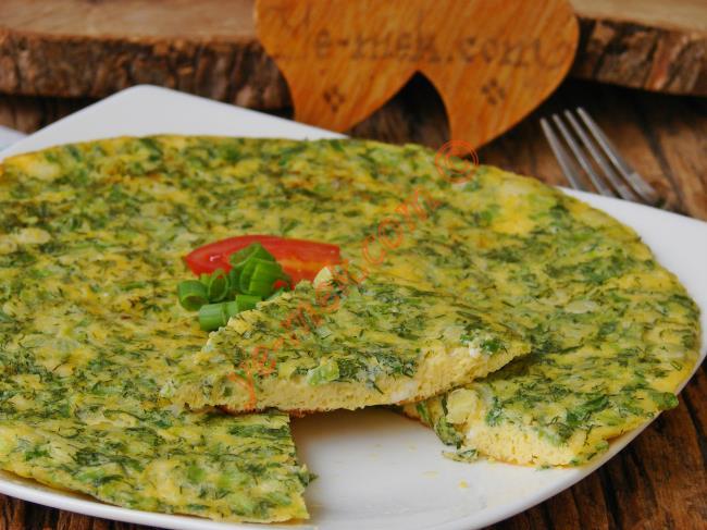 Kahvaltı Sofranızı Renklendirecek : Taze Soğanlı Omlet