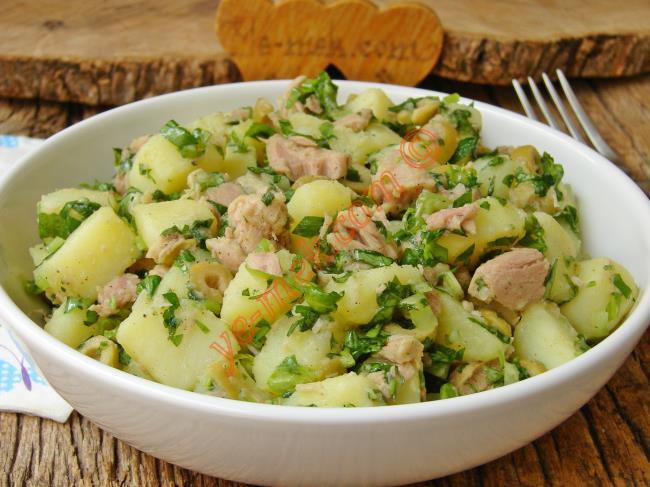 Facile da preparare, golosa e sostanziosa: insalata di patate al tonno