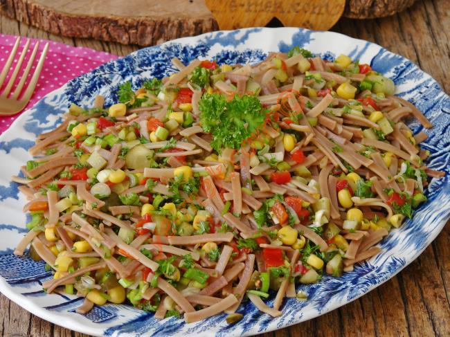 Yedikçe Yedirten Lezzet : Erişte Salatası
