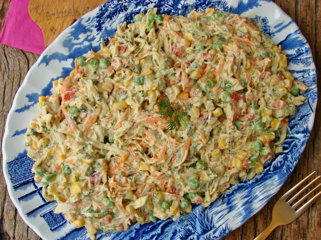 Ana Yemek Doyuruculuğunda : Sebzeli Tavuk Salatası