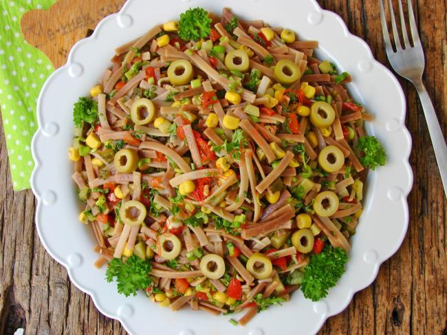 Yemelere Doyamayacağınız Bir Lezzet : Kavrulmuş Erişte Salatası