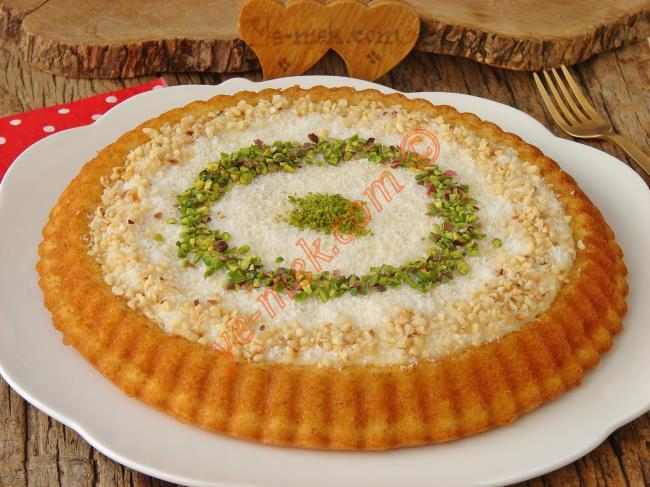 Pasta Tadında Muhteşem Bir Kek : Muhallebili Tart Kek