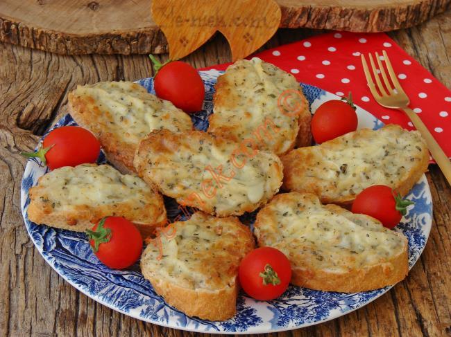 Fırında Kaşarlı Ekmek Dilimleri