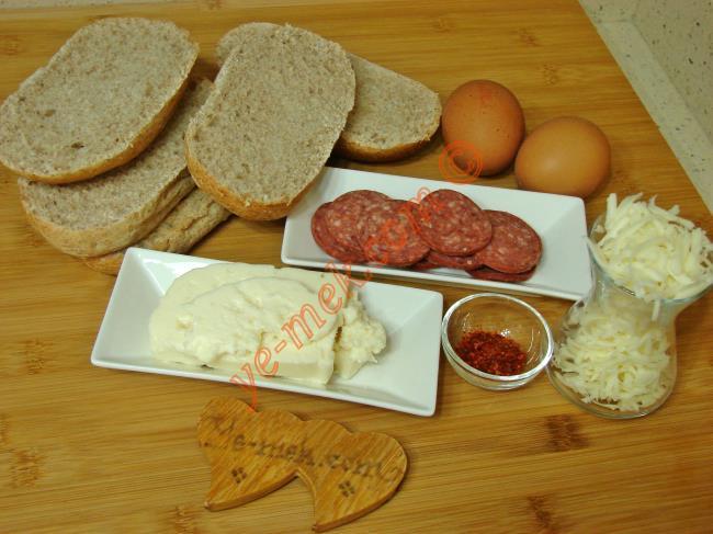 Fırında Peynirli Sucuklu Ekmek - Yapılışı (1/12)