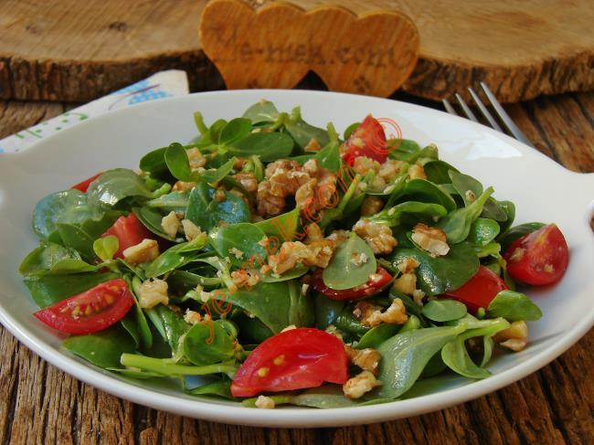 Ferahlatıcı Lezzeti İle Çok Seveceksiniz : Cevizli Semizotu Salatası