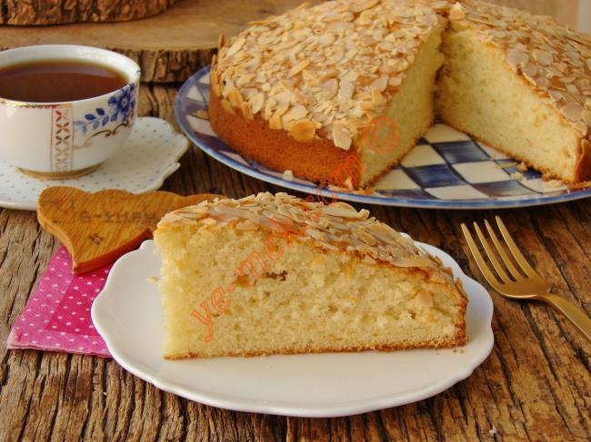 Bu Kek Herkesin Favorisi Olur : Bademli Kek