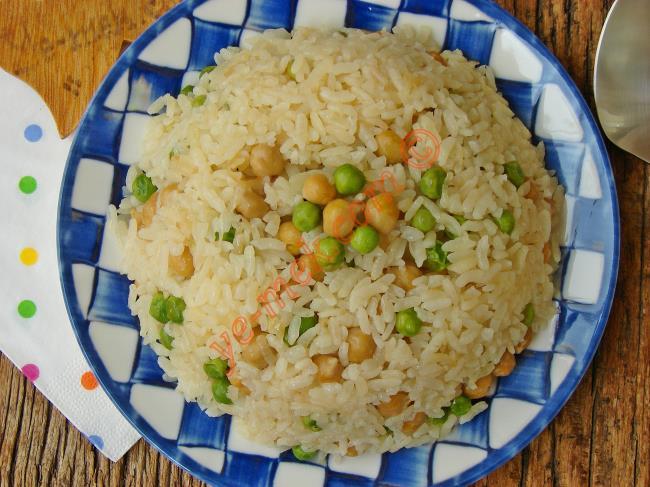 Ana Yemeklerinizin Yanına Çok Yakışacak : Nohutlu Bezelyeli Pilav